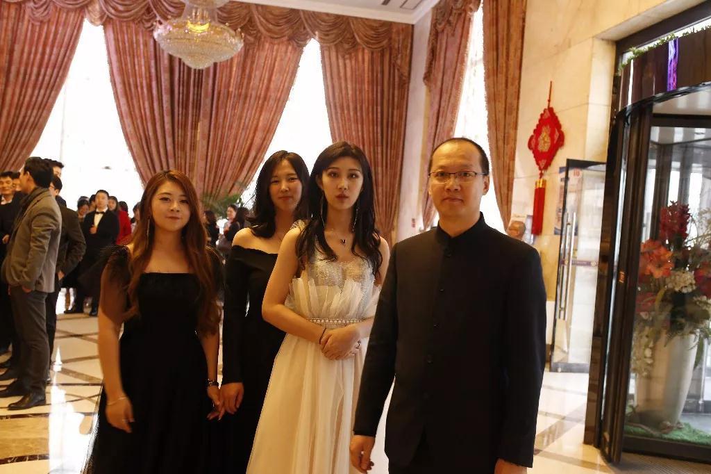 北京海岸Beplayapp体育—19周年生日酒会